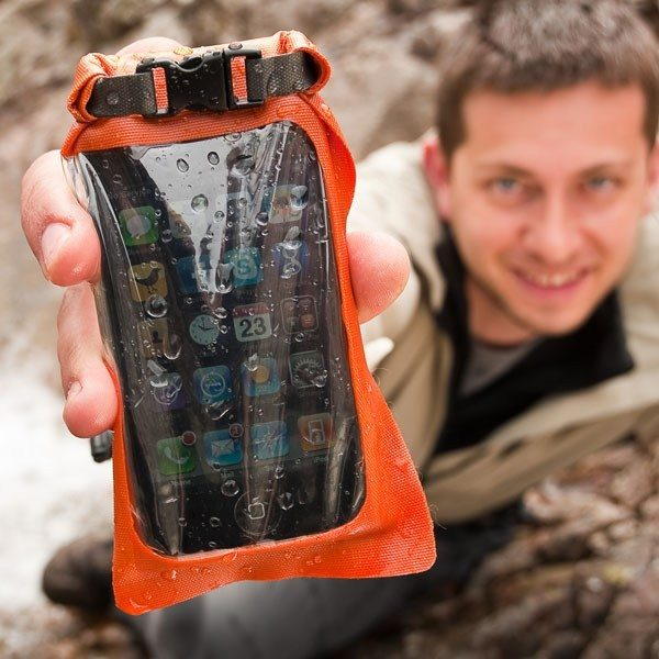 Aquapac-Stormproof-Phone-Case-Mini-034-hand